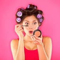 После блефаропластики некоторое время нельзя пользоваться косметикой