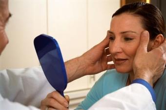 Что такое птоз лица и как с ним бороться