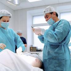 Пластический хирург Владимир Корчак в операционной